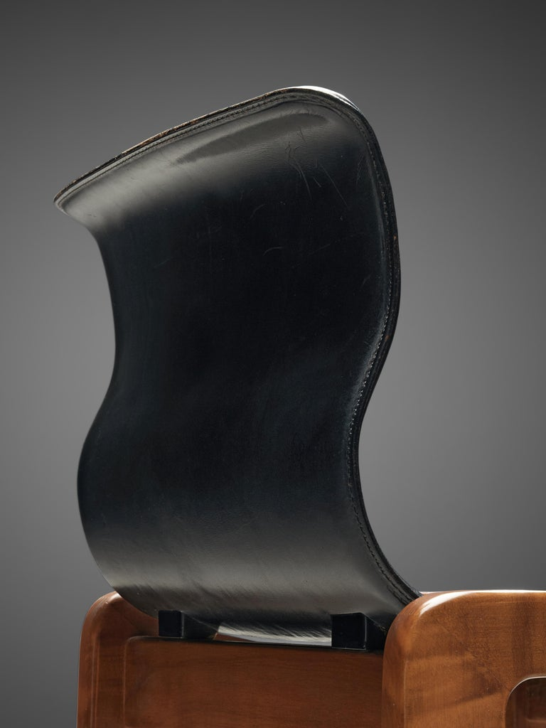 Set of Six Italian Dining Chairs in Walnut and Black Leather Seats 4