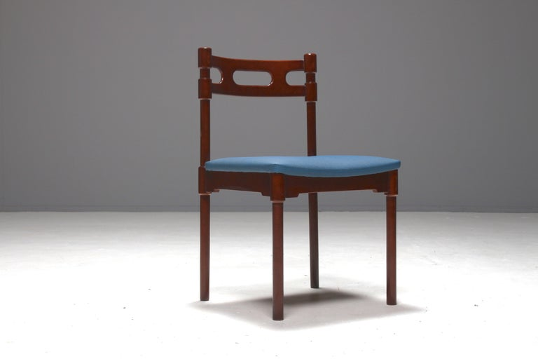 Set of Six Italian Gianfranco Frattini Style Walnut Dining Chairs, 1960s For Sale 1