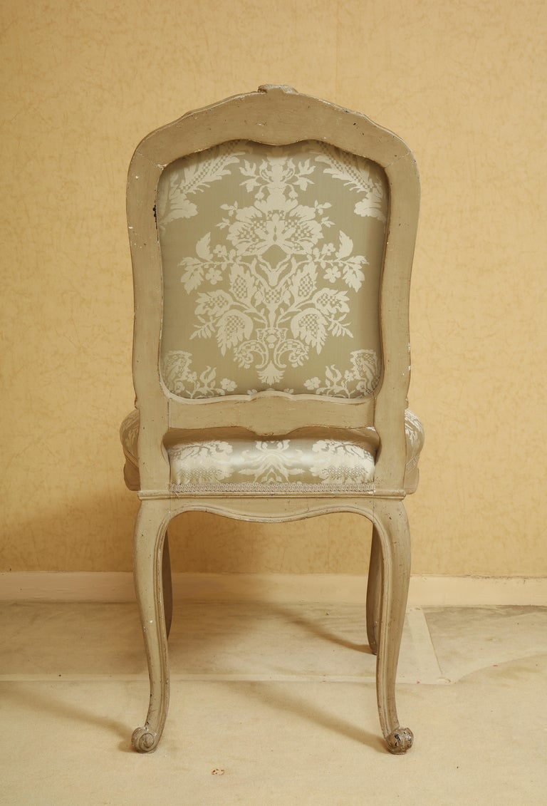 Hand-Carved Set of Six Louis XV A La Reine Style Grey Silk Grey Upholstered Dining Chairs For Sale