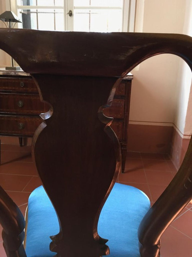 Set of Six Mid-18th Century Tuscany Antique Hand-Carved Walnut Dining Chairs For Sale 3