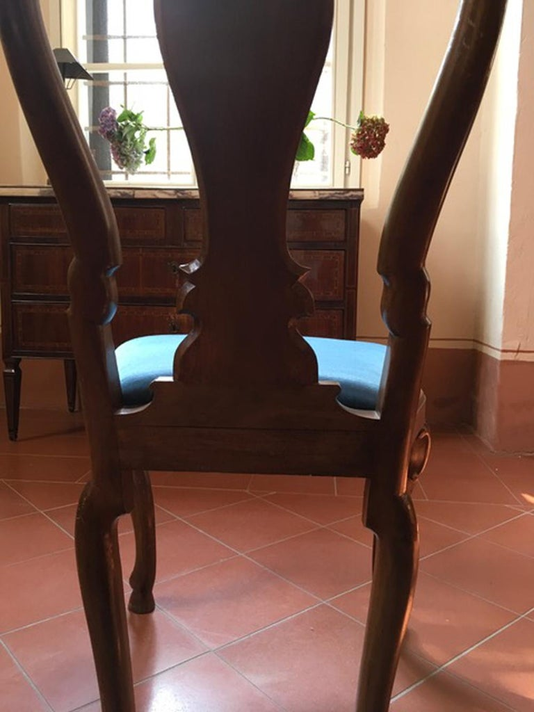 Set of Six Mid-18th Century Tuscany Antique Hand-Carved Walnut Dining Chairs For Sale 4