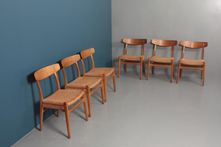 Set of Six Midcentury CH 23 Side Chairs in Oak by Wegner Danish Design, 1950s For Sale 6