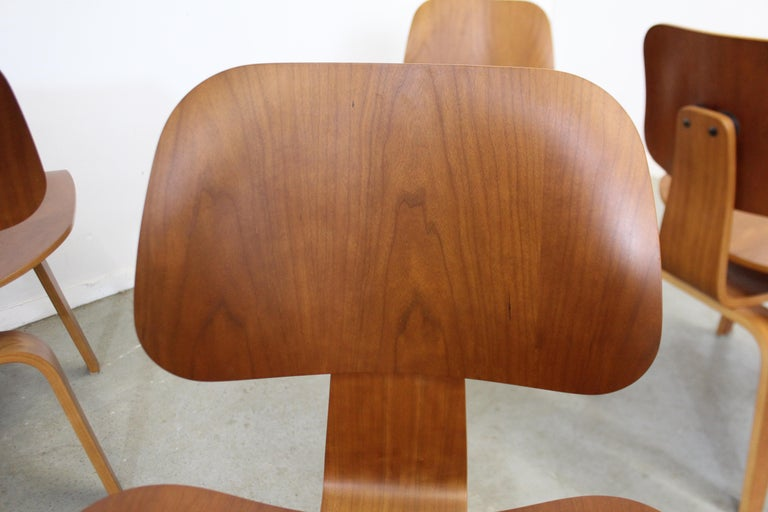 Set of Six Mid-Century Modern Eames Herman Miller Molded Plywood Dining Chairs For Sale 6