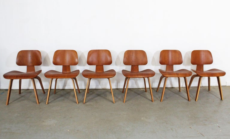 Set of Six Mid-Century Modern Eames Herman Miller Molded Plywood Dining Chairs In Good Condition For Sale In Wilmington, DE