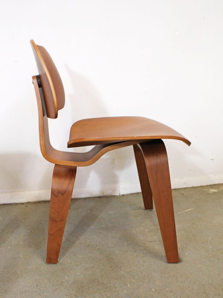 Set of Six Mid-Century Modern Eames Herman Miller Molded Plywood Dining Chairs For Sale 1