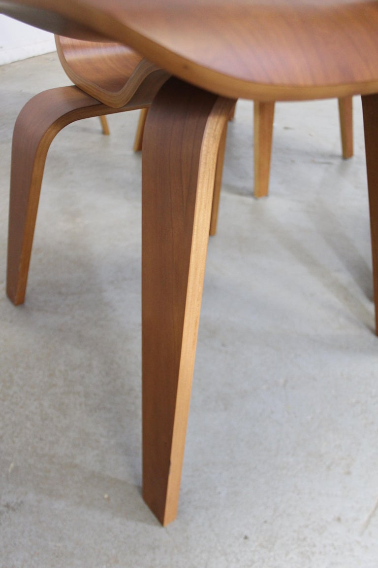 Set of Six Mid-Century Modern Eames Herman Miller Molded Plywood Dining Chairs For Sale 4