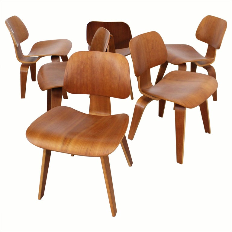 Set of Six Mid-Century Modern Eames Herman Miller Molded Plywood Dining Chairs For Sale