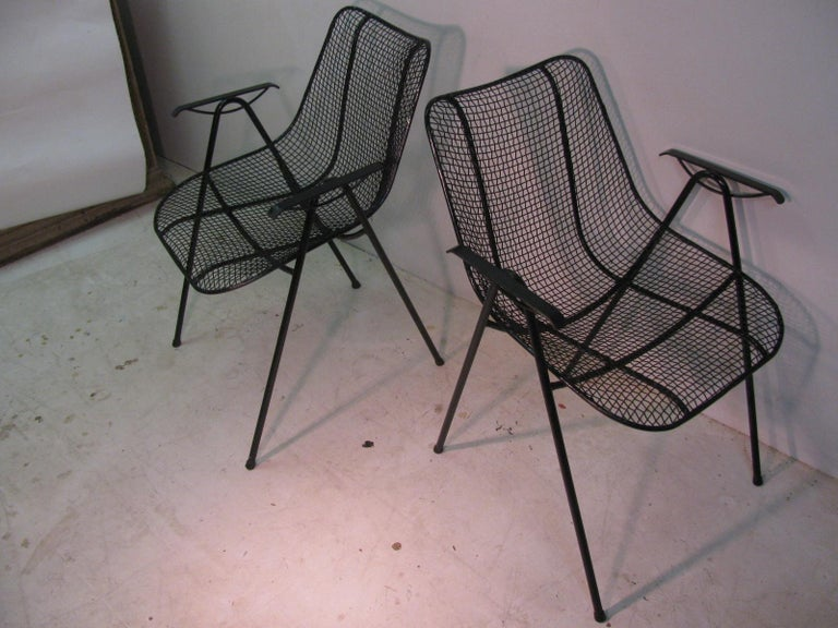 Fabulous set of six Russell Woodard sculptura wire mesh chairs with armrests. Rare set, not very common. Very comfortable and in excellent condition, freshly sprayed black.