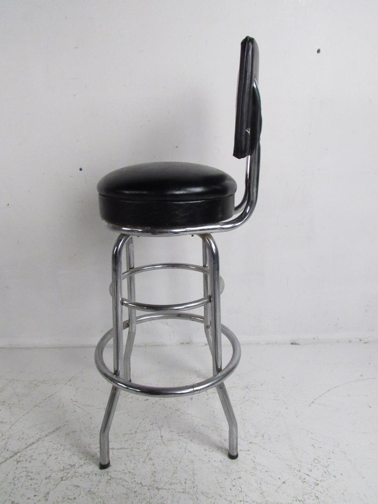 Set of Six Mid-Century Modern Swivel Bar Stools In Good Condition For Sale In Brooklyn, NY