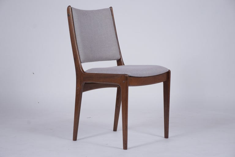 Mid-20th Century Set of Six Mid Century Modern Walnut Dining Chairs For Sale