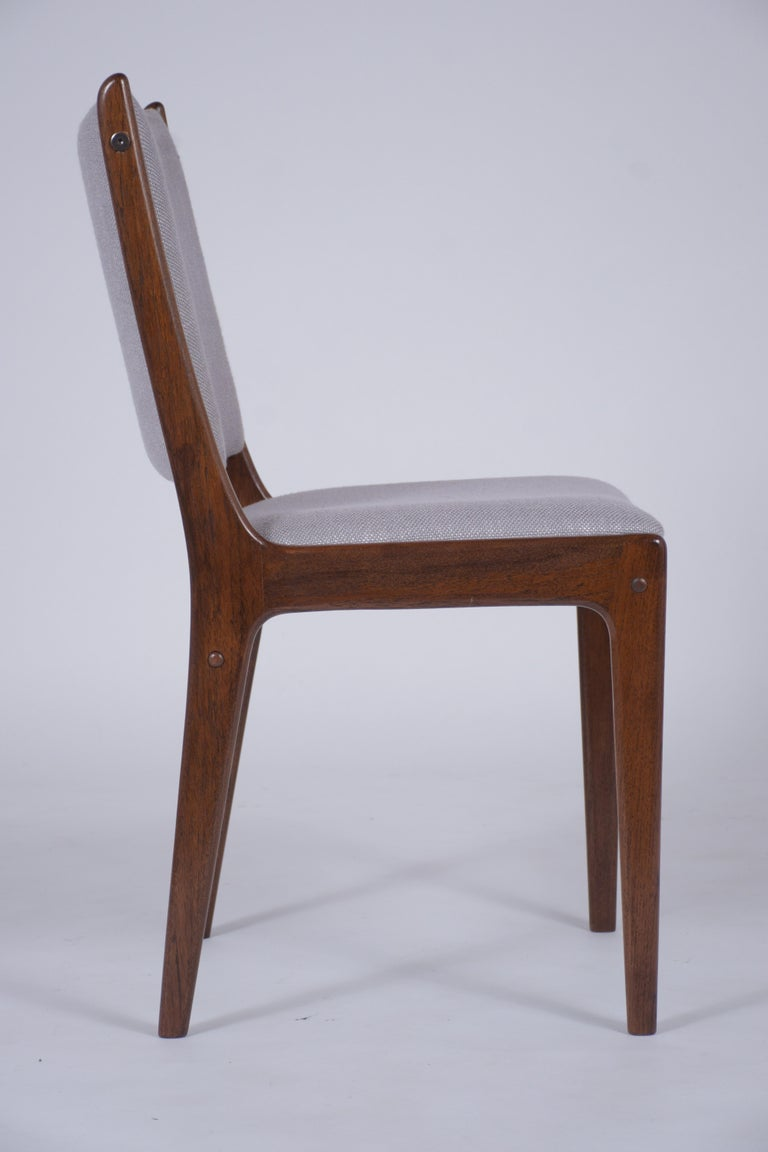 Set of Six Mid Century Modern Walnut Dining Chairs For Sale 1