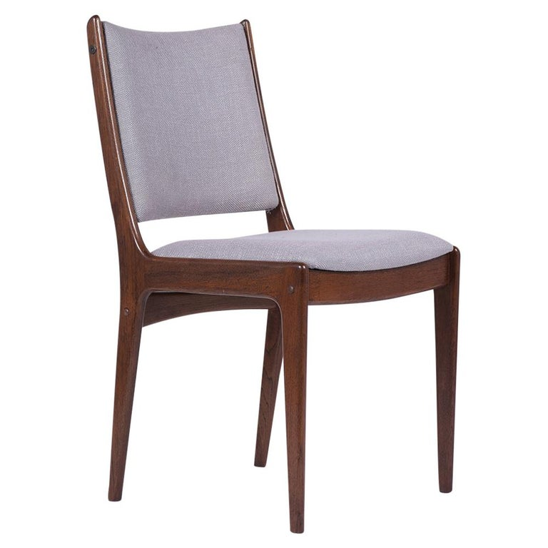 Set of Six Mid Century Modern Walnut Dining Chairs In Good Condition For Sale In Los Angeles, CA