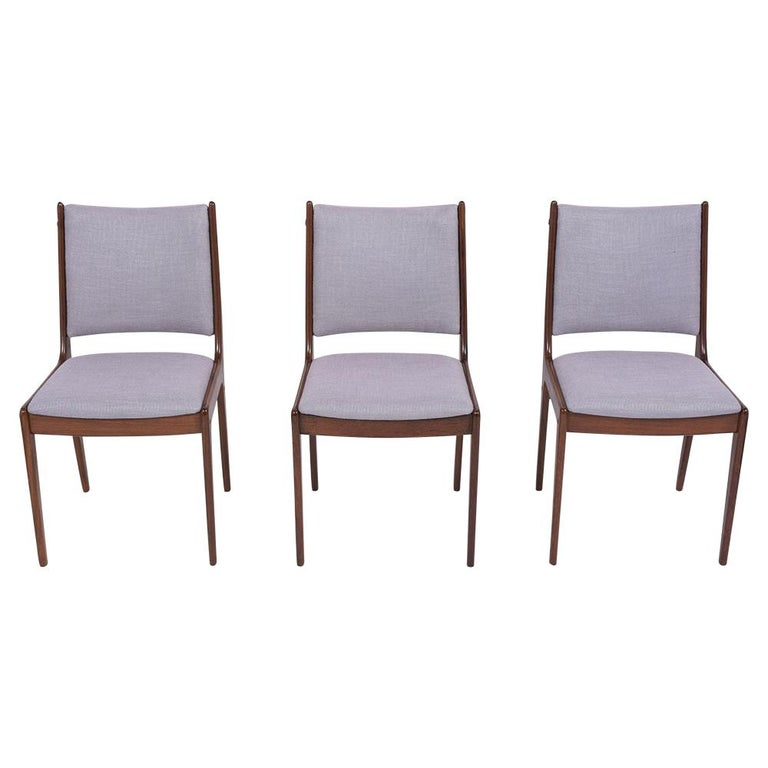 Mid-Century Modern Set of Six Mid Century Modern Walnut Dining Chairs For Sale
