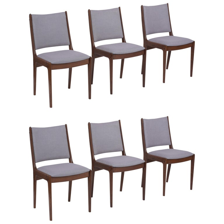 Set of Six Mid Century Modern Walnut Dining Chairs For Sale