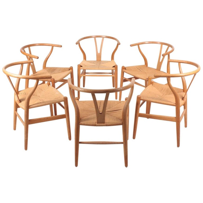 Set of Six Midcentury Wishbone Chairs in Patinated Oak by Hans Wegner, 1960s For Sale