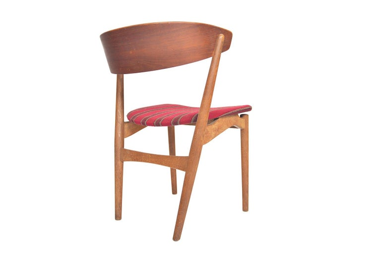 Set of Six Model 7 Helge Sibast Teak and Oak Danish Modern Dining Chairs For Sale 1