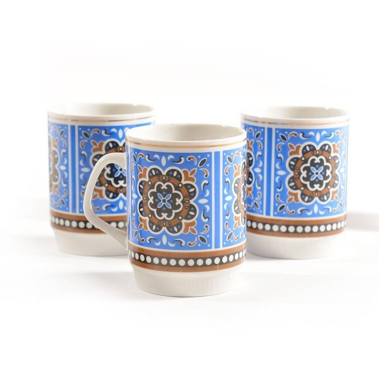 Chinese Set of Six Original Midcentury Porcelaine Mugs, circa 1960 For Sale