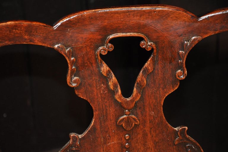 Set of Six Period 18th Century George II Walnut Dining Chairs For Sale 2