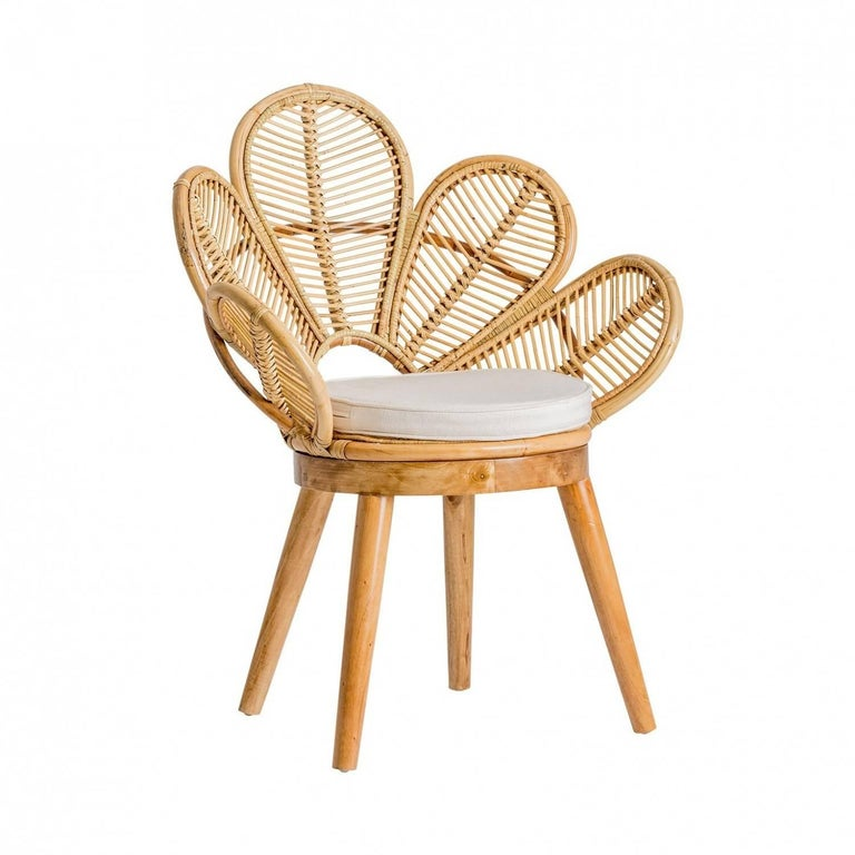 Set of six rattan and wooden flower chairs: flower petal shaped seats, on wooden feets. They will be perfect on your terrace, in your veranda, your winter garden, around the dining table. Poetic, elegant and aerial. All in excellent state (never
