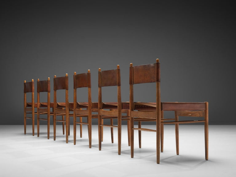 Set of Six Spanish Dining Chairs in Oak with Saddle Leather In Good Condition For Sale In Waalwijk, NL