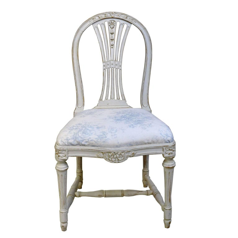 Hand-Painted Set of Six Swedish Gustavian-Style Painted Dining Chairs,  c. 1890-1819 For Sale