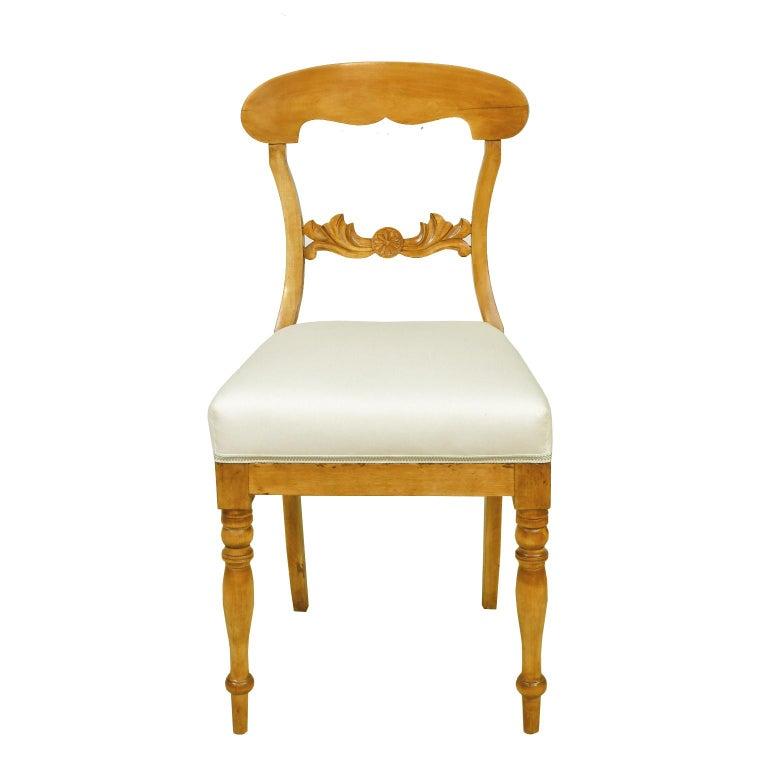 Hand-Carved Set of Six Swedish Karl Johan Biedermeier Dining Chairs in Birch, circa 1825 For Sale