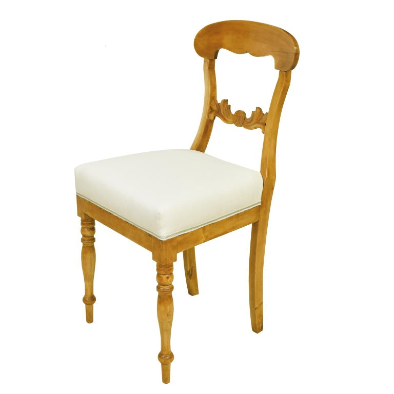 Set of Six Swedish Karl Johan Biedermeier Dining Chairs in Birch, circa 1825 In Good Condition For Sale In Miami, FL