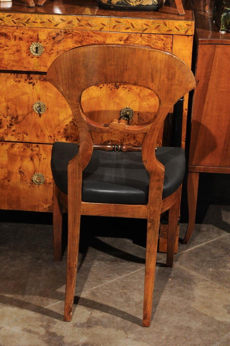 Set of Six Walnut 1840s Biedermeier Austrian Dining Room Chairs with Fan Backs For Sale 7