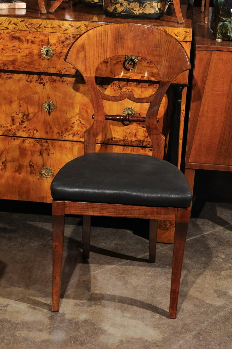 Set of Six Walnut 1840s Biedermeier Austrian Dining Room Chairs with Fan Backs In Good Condition For Sale In Atlanta, GA