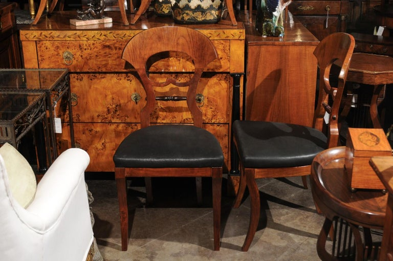 Set of Six Walnut 1840s Biedermeier Austrian Dining Room Chairs with Fan Backs For Sale 3