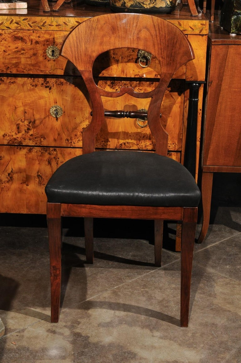 Set of Six Walnut 1840s Biedermeier Austrian Dining Room Chairs with Fan Backs For Sale 4
