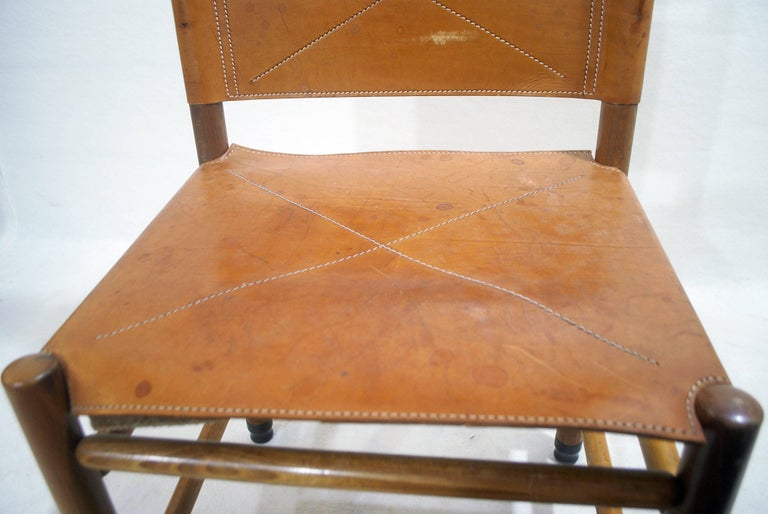 Set of Six Walnut and Cognac Leather Chairs by Carlo Scarpa for Bernini, 1977 For Sale 1