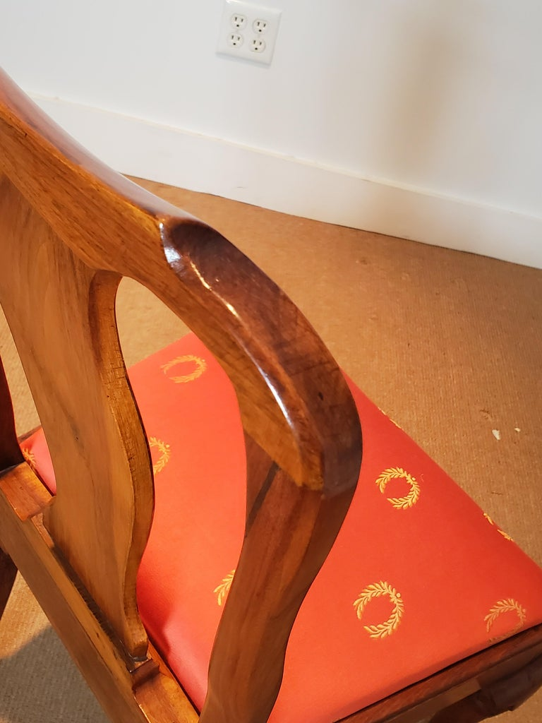 Set of Six Walnut Dining Chairs England, circa 1750s In Good Condition In Lambertville, NJ