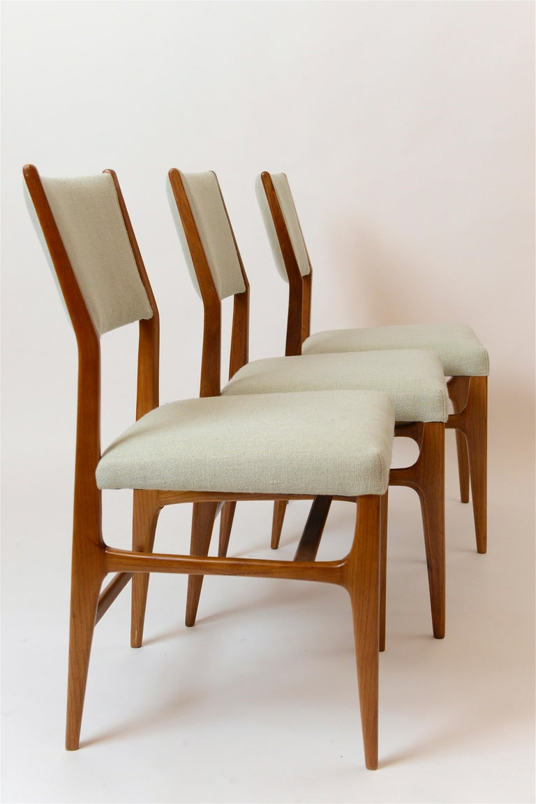 Fabric Set of Six Walnut Gio Ponti '602' Chairs by Cassina, Italy, circa 1955 For Sale