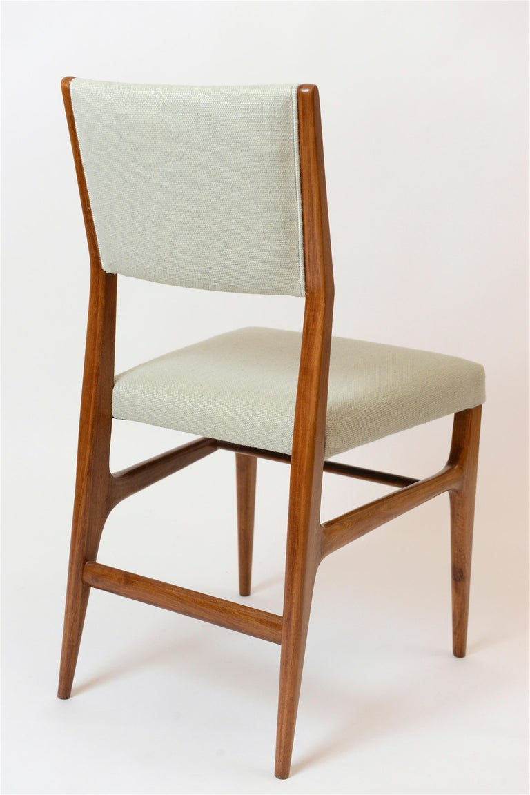 Set of Six Walnut Gio Ponti '602' Chairs by Cassina, Italy, circa 1955 For Sale 1