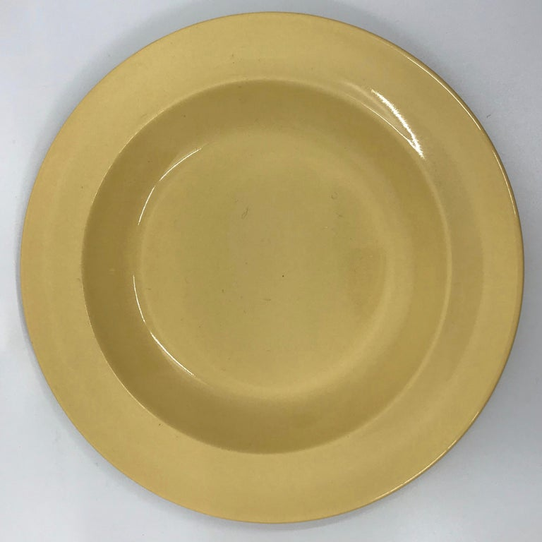 20th Century Set of Six Wedgwood Yellow Plates For Sale