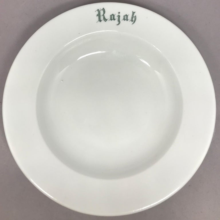 "Set of Six White Vintage ""Rajah"" Plates In Good Condition For Sale In New York, NY"