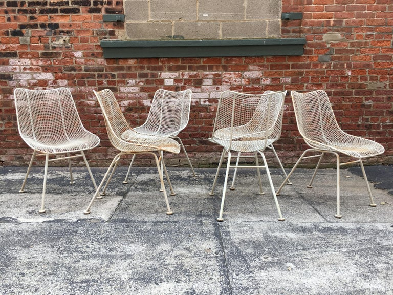 Nice set of six wire mesh Woodard Sculptura side chairs. Original good condition with minor paint loss and some light rust bleed through the paint. Most glides are intact and all the weld contacts are sturdy and durable, circa 1960. Leaving the