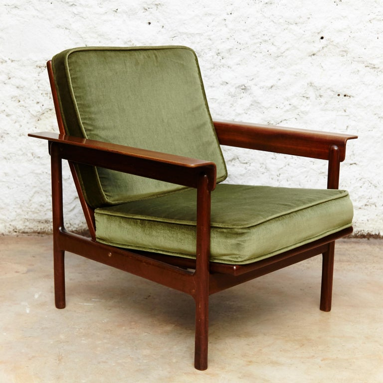 Set of Teak Wood Three-Seat Sofa and Two Easy Chairs, circa 1960 For Sale 3