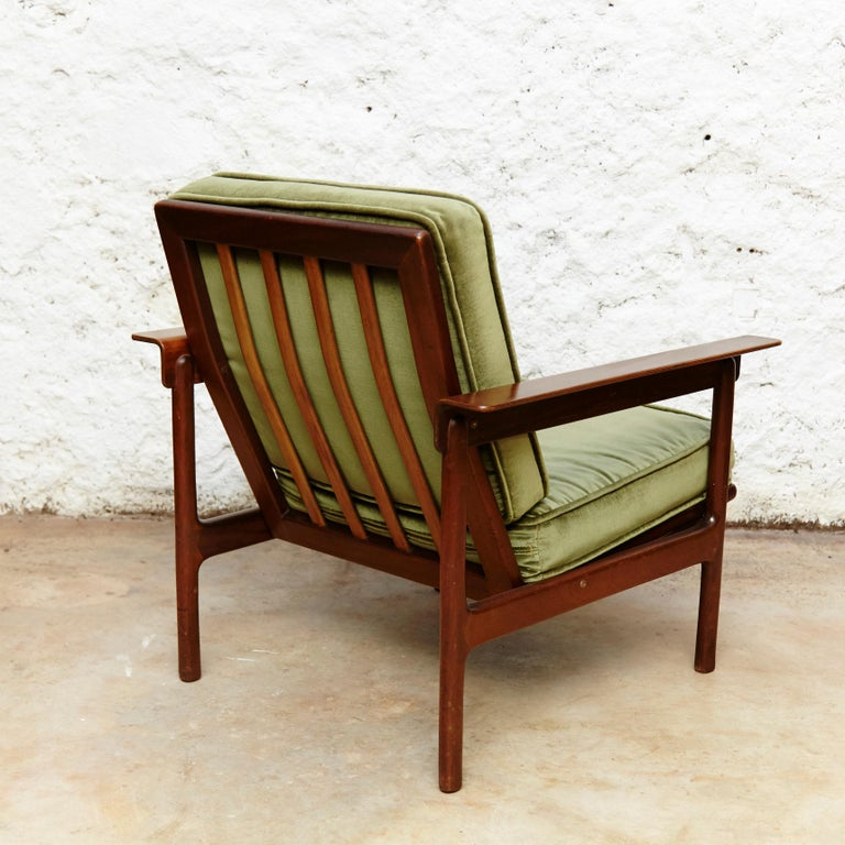 Set of Teak Wood Three-Seat Sofa and Two Easy Chairs, circa 1960 For Sale 4