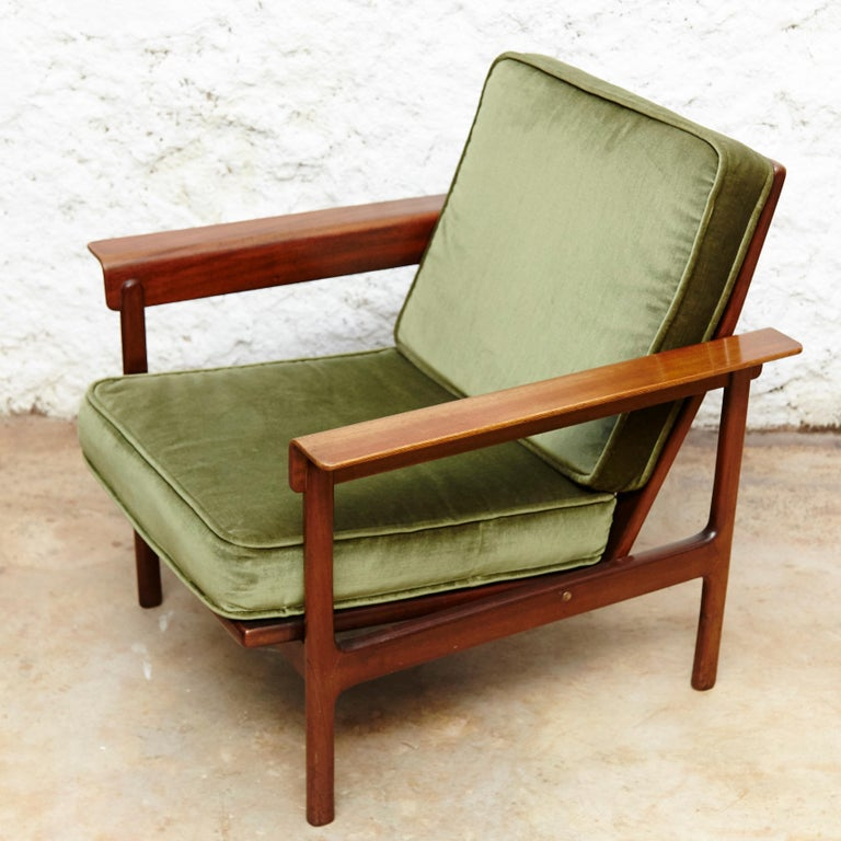 Set of Teak Wood Three-Seat Sofa and Two Easy Chairs, circa 1960 For Sale 5