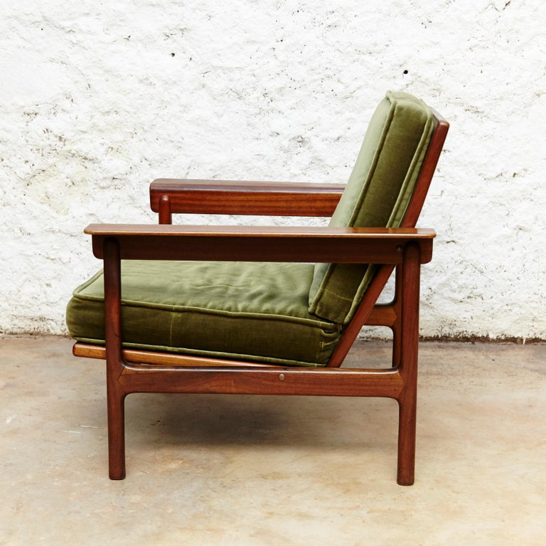 Set of Teak Wood Three-Seat Sofa and Two Easy Chairs, circa 1960 In Good Condition For Sale In Barcelona, Barcelona