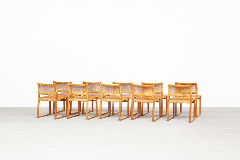 Set of Ten Dining Chairs by Børge Mogensen for Fredericia in Oak, Denmark In Good Condition For Sale In Berlin, DE
