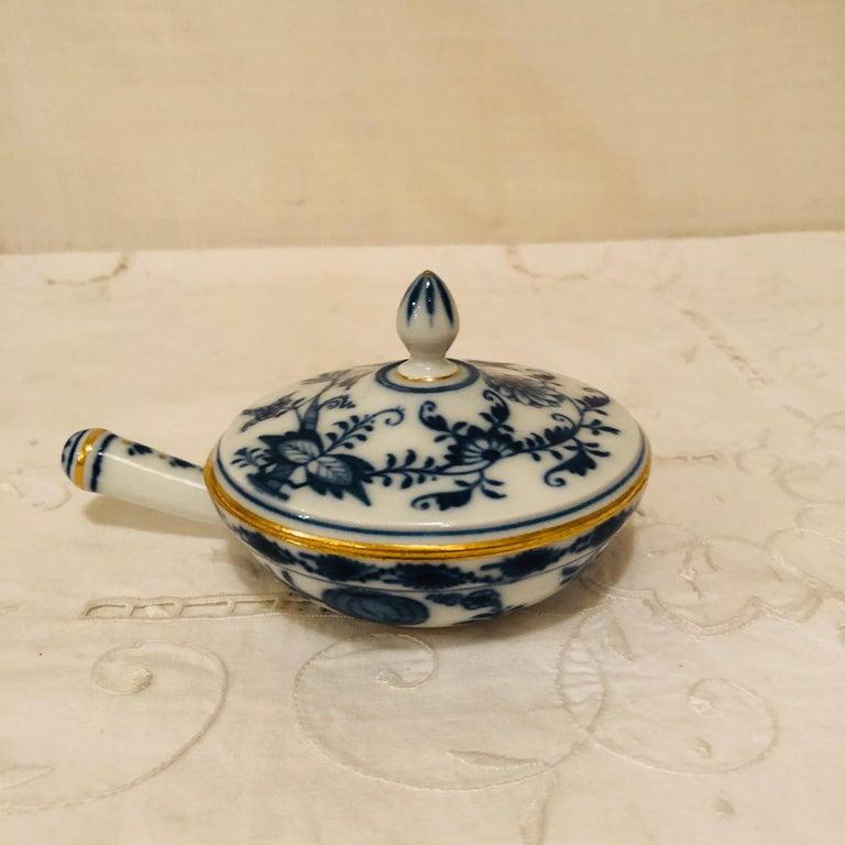 Other Set of Ten Meissen Blue Onion Pots de Crème with Handles and Gold Rims For Sale