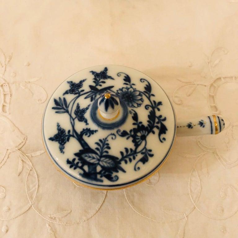 Mid-20th Century Set of Ten Meissen Blue Onion Pots de Crème with Handles and Gold Rims For Sale