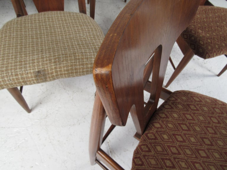 Set of Ten Mid-Century Modern Walnut Dining Chairs For Sale 7