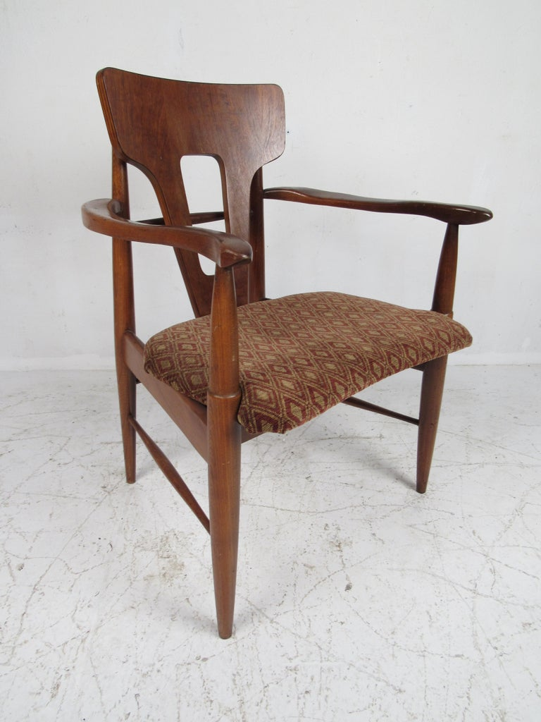 Late 20th Century Set of Ten Mid-Century Modern Walnut Dining Chairs For Sale
