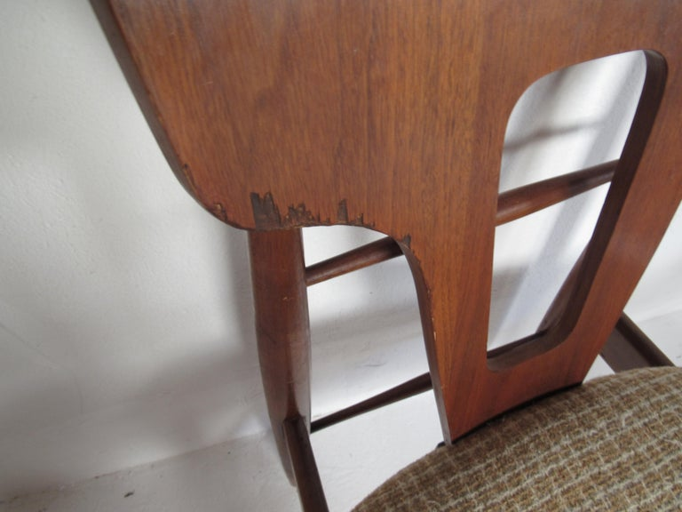 Set of Ten Mid-Century Modern Walnut Dining Chairs For Sale 3