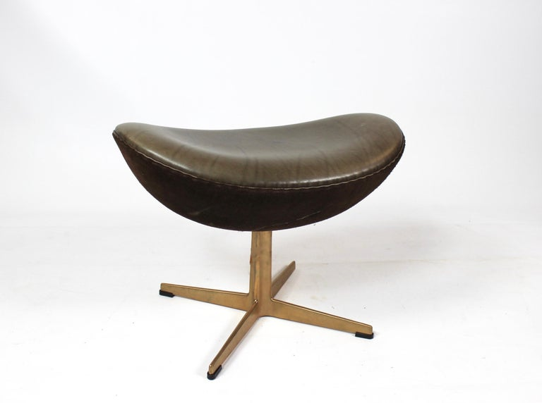Set of the Egg, Model 3316, and Matching Stool Designed by Arne Jacobsen 2008 For Sale 4