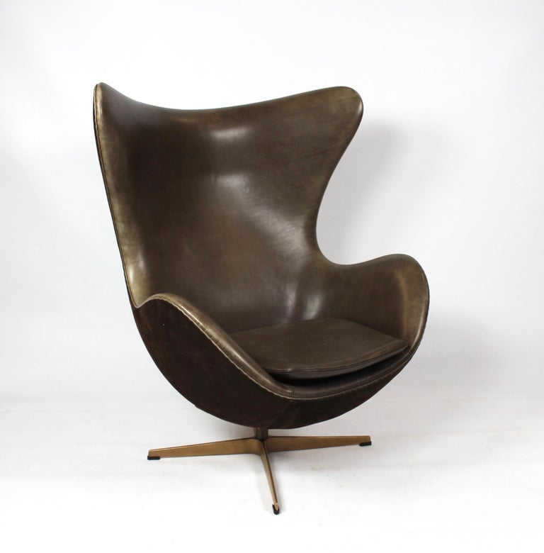 Set of the egg, model 3316, and matching stool designed by Arne Jacobsen 1958 and manufactured by Fritz Hansen in 2008 due to the 50 year anniversary for the production of the egg. The egg and stool are upholstered with dark brown leather and suede,
